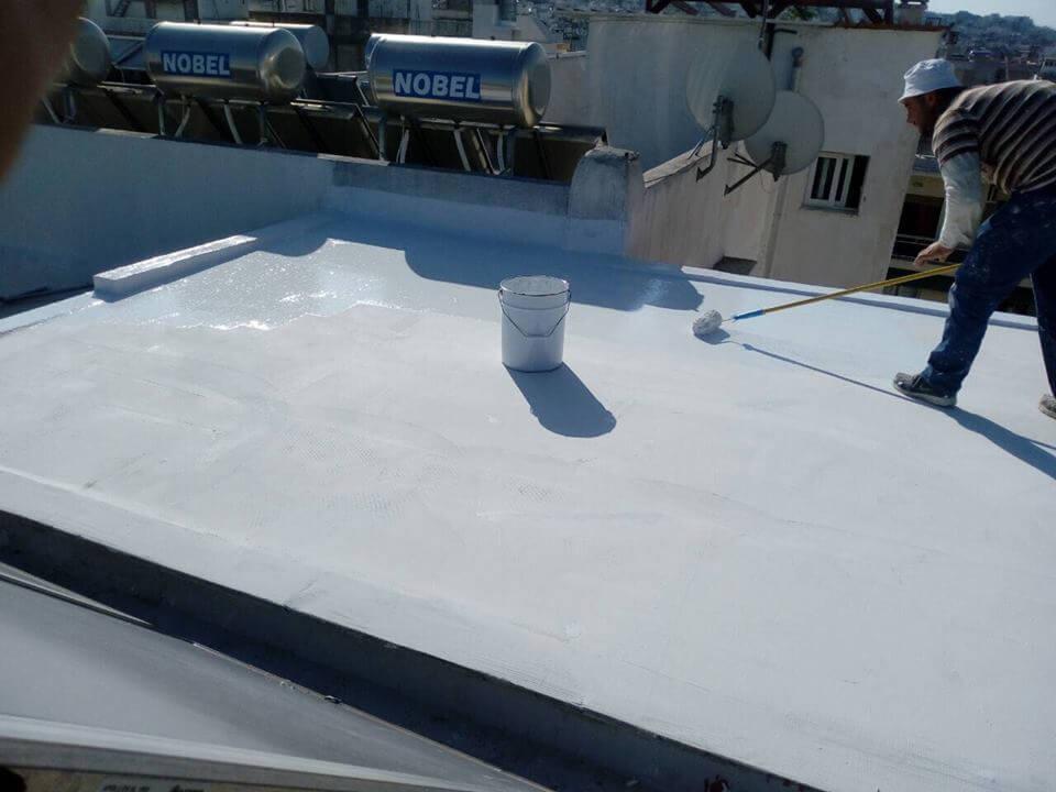Τελική στρώση θερμομονωτικού υλικού για μόνωση ταράτσας.