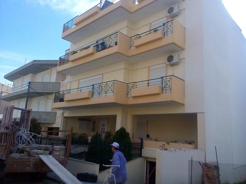 Εφαρμοφή συστήματος εξωτερικής θερμομόνωσης σε πολυκατοικία στο Χαϊδάρι.
