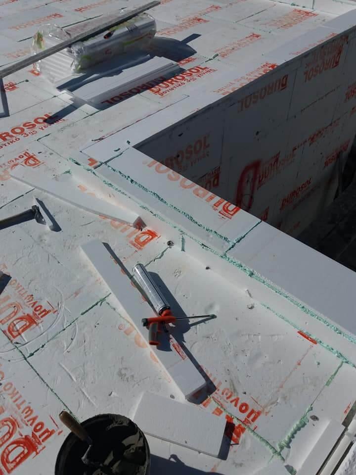 Τοποθέτηση μονωτικού υλικού durosol στην ταράτσα.